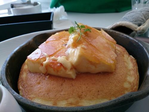 クレームブリュレ窯出しフレンチパンケーキ アップ