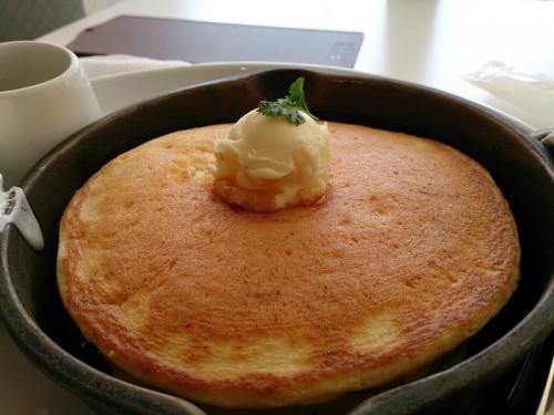 発酵バターの窯出しフレンチパンケーキ アップ