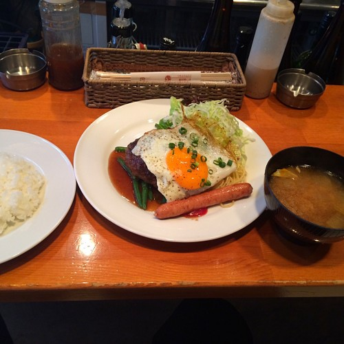 A(ハンバーグ甘ダレカルビソース+目玉焼)