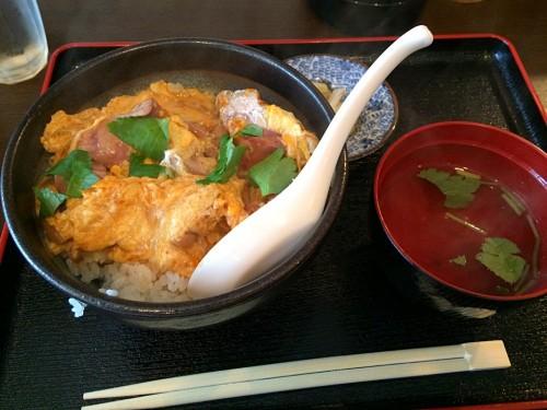 白レバーと地鶏の親子丼